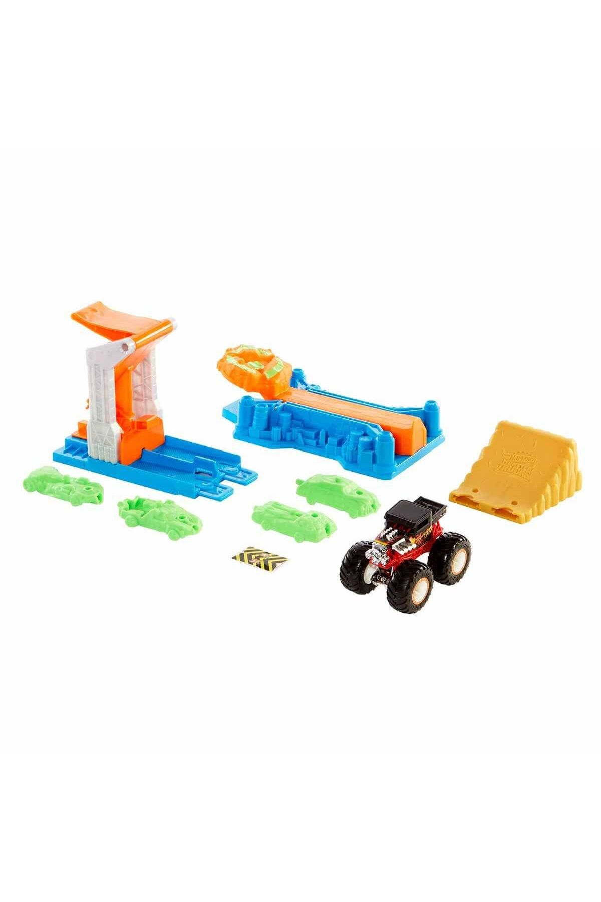 Hot Wheels Monster Trucks Fırlat ve Çarpış Oyun Seti GVK08